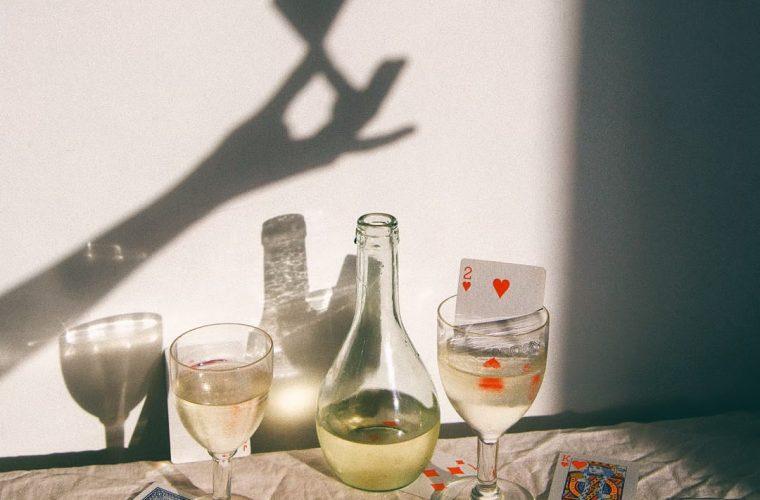 Delfina Carmona, the photographer that plays with shadows