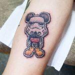 I tatuaggi di Duda sembrano delle toppe cucite sulla pelle | Collater.al 1