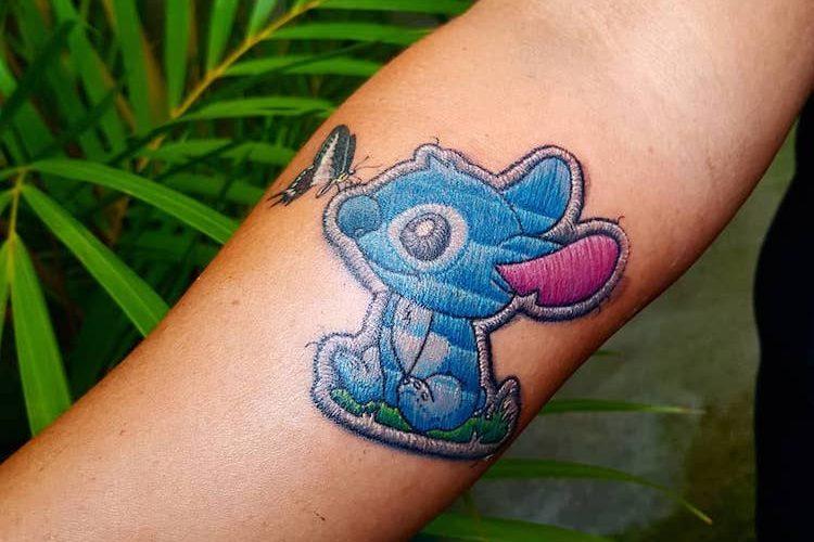 I tatuaggi di Duda sembrano delle toppe cucite sulla pelle