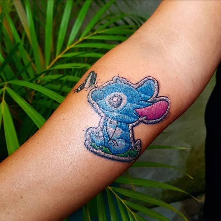 I tatuaggi di Duda sembrano delle toppe cucite sulla pelle | Collater.al