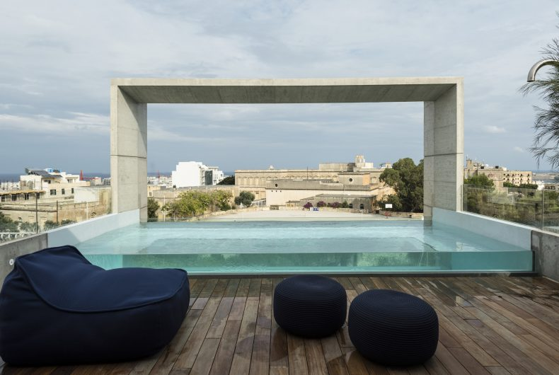 A modern house with swimming pool by Architrend Architecture