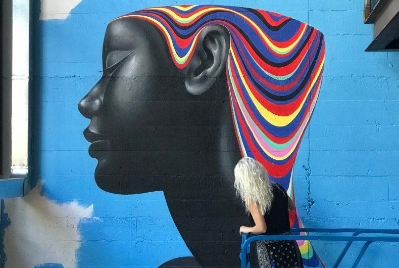 La street art a strati e multicolore di Gina Kiel