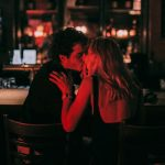 No More I Love You, le foto dei baci nei club di Karel Chladek   Collater.al 11