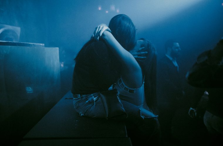 No More I Love You, le foto dei baci nei club di Karel Chladek