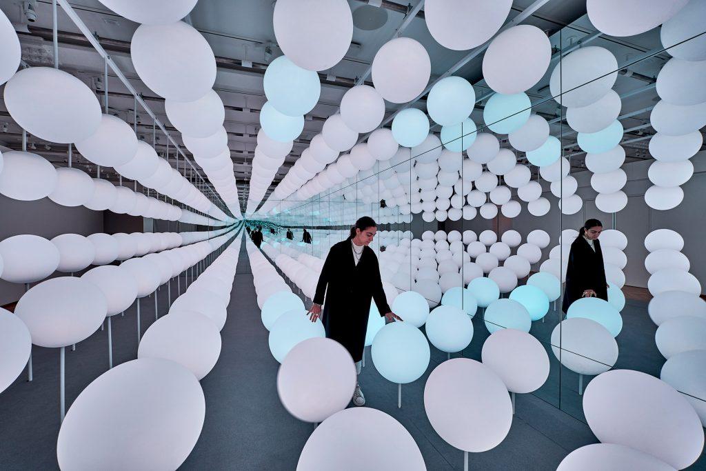 Snarkitecture: l'installazione di lampade lecca-lecca | Collater.al