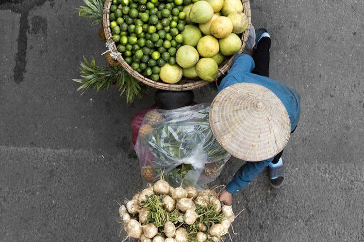 Vendors of Vietnam, la serie fotografica di Loes Heerink che cattura l'ordinario