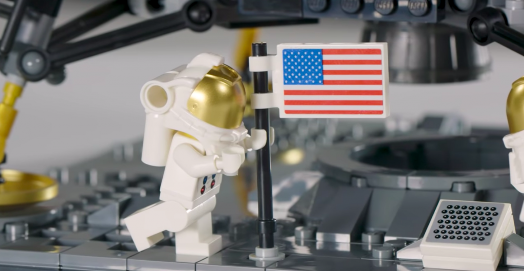 nasa apollo 11 lunar lander lego | Collater.al