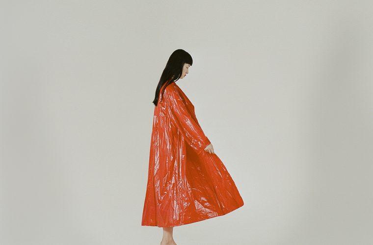 Jennifer Cheng, tra dettagli e composizioni geometriche
