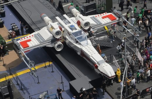 "Paris Air Show: built with the LEGO the ""X Wing"" jet from Star Wars"