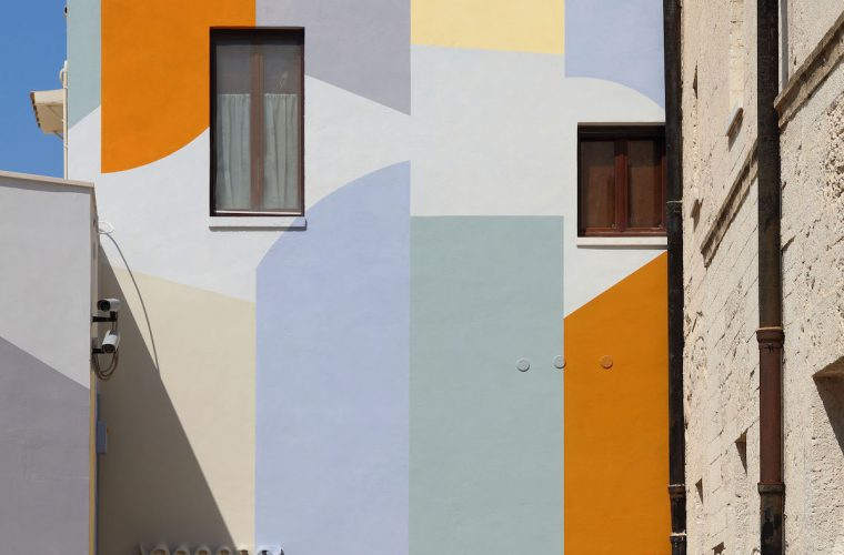 Wall Surfaces (27 stops – Bari), the public work of David Tremlett