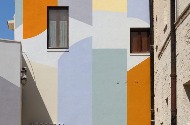 Wall Surfaces (27 stops – Bari), the public work of David Tremlett