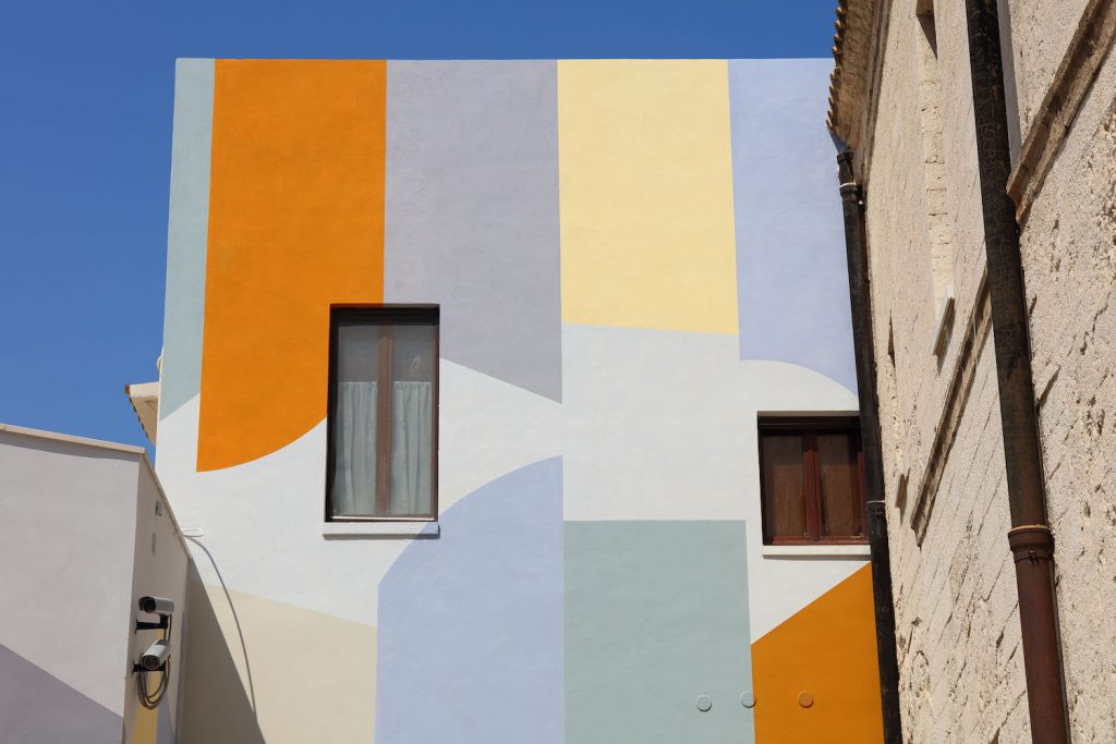 Wall Surfaces 27 stops Bari David Tremlett | Collater.al