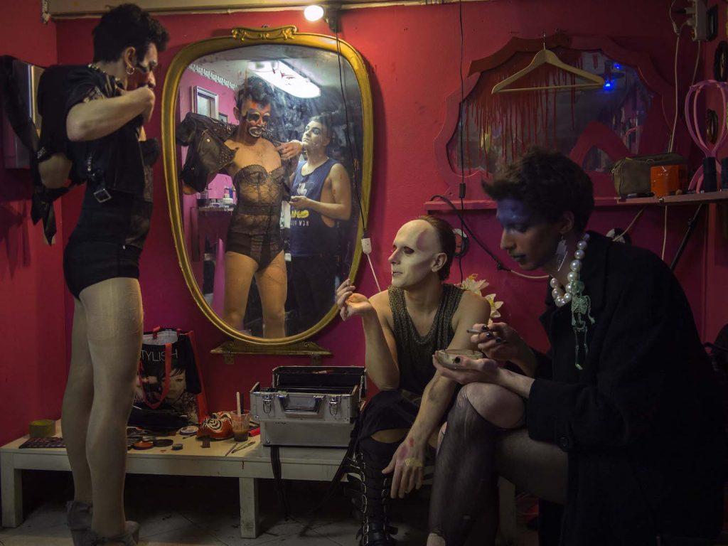 almanacco toilet club valentina neri cesura | Collater.al