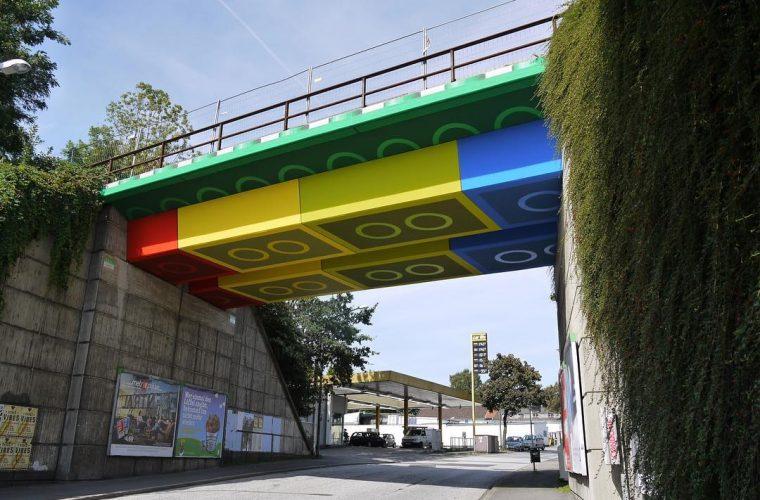 Lego-Brücke, grazie a Megx un ponte in Germania sembra fatto di LEGO