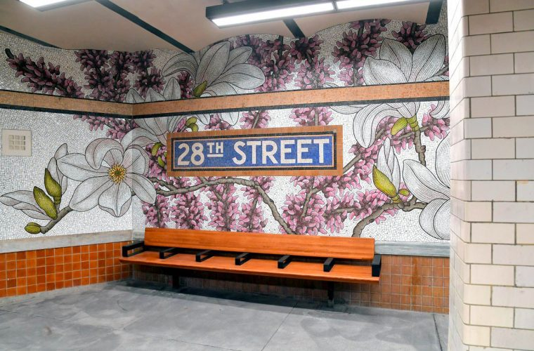 Nancy Blum fa nascere mosaici floreali nella metropolitana di New York