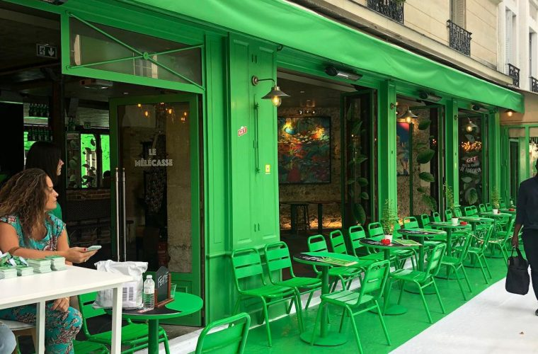 Dare.Win painted green an entire street in Paris