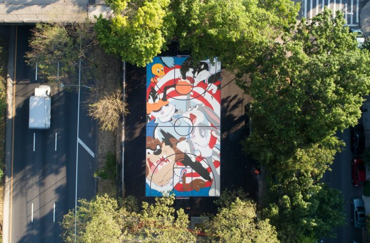I Looney Tunes diventano un murales su un campetto di Williamsburg