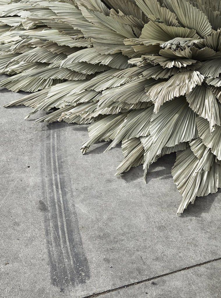 Loose Leaf Studio l'installazione botanica in un ex stazione di servizio | Collater.al