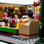 LEGO-dedica-un-set-a-Friends-per-i-25-anni-della-serie-Collater.al-3