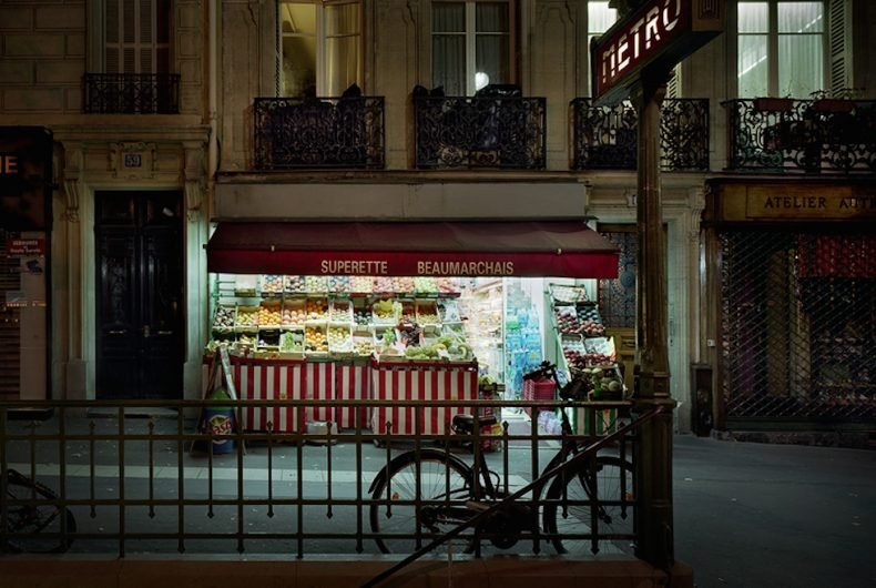 Merie Hamel immortala il fascino degli alimentari parigini aperti di notte