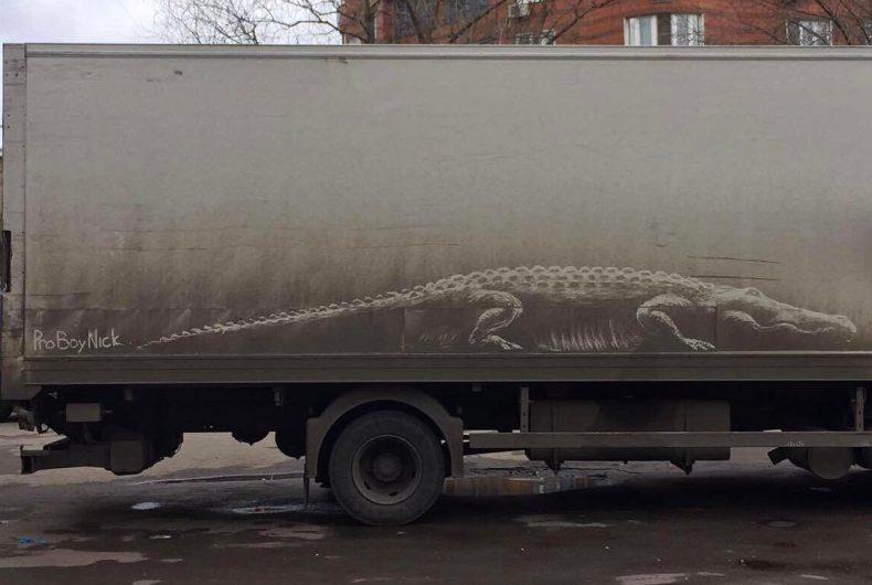 ProBoyNick l'artista russo che disegna sulle auto sporche