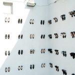 440-scarpe-su-una-parete-il-monumento-creato-in-memoria-delle-donne-vittime-di-violenza.-Collater.al-1