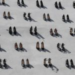 440-scarpe-su-una-parete-il-monumento-creato-in-memoria-delle-donne-vittime-di-violenza.-Collater.al-3