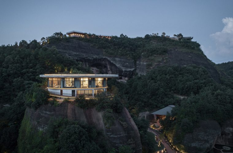 Eagle Rock Cliffs, the hotel that follows the shapes of the landscape