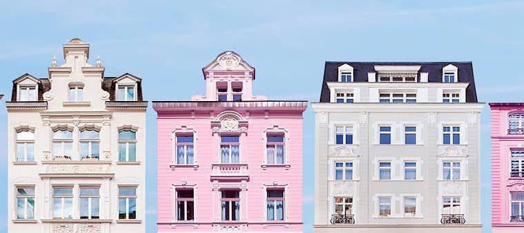 Geli Klein e le case solitarie color pastello