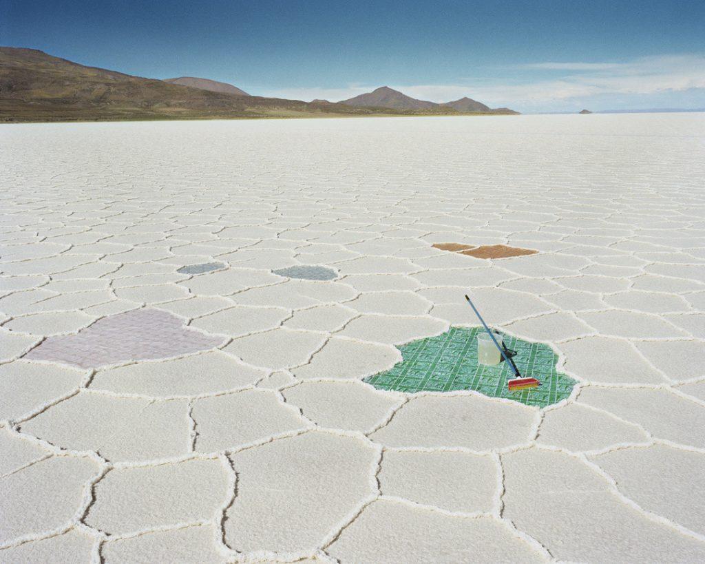 Il surrealismo nelle fotografie di Scarlett Hooft Graafland | Collater.al