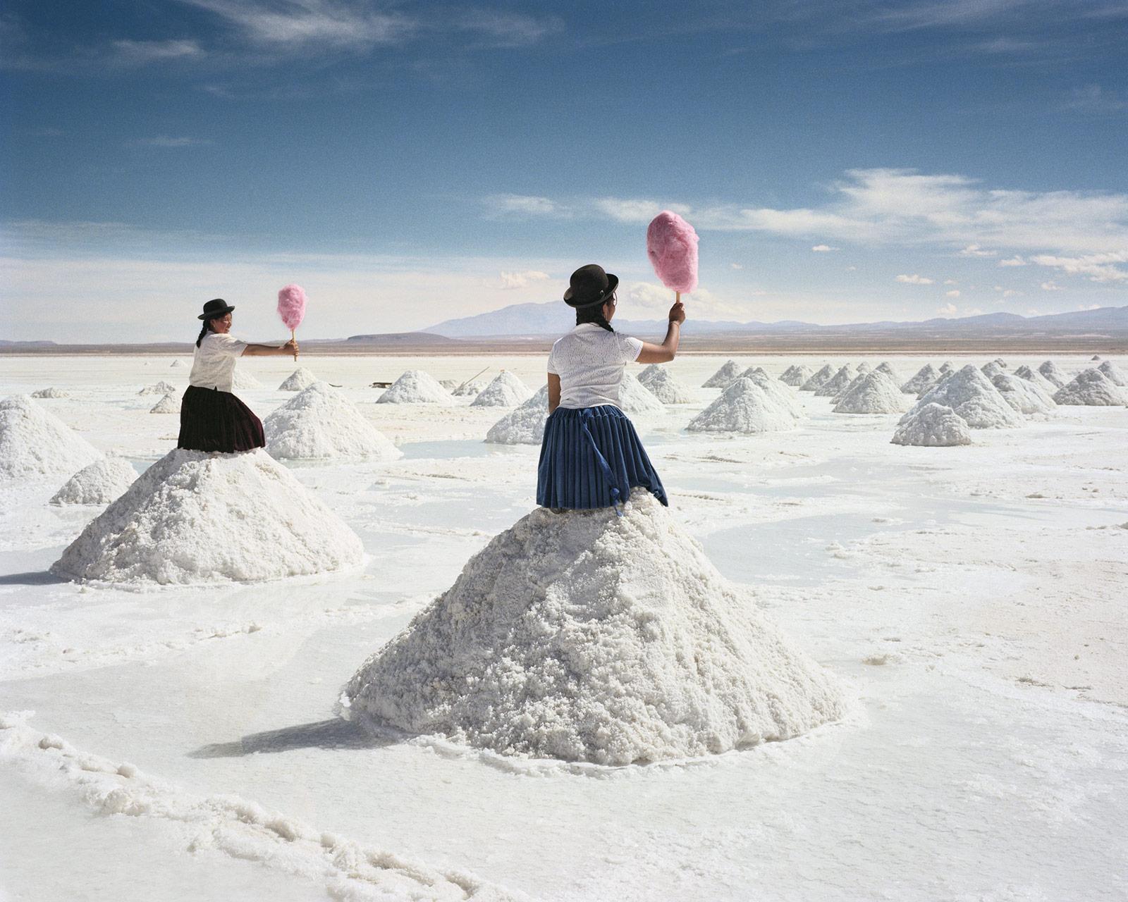 Il surrealismo nelle fotografie di Scarlett Hooft Graafland