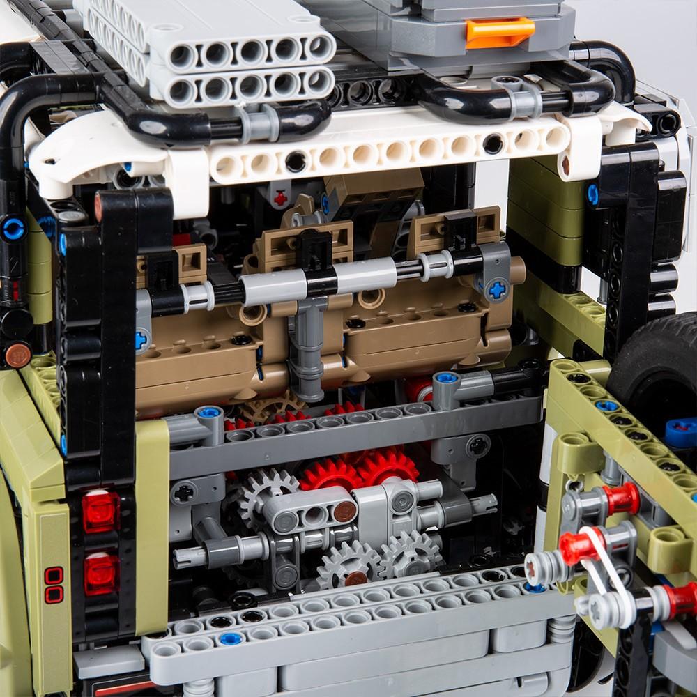 LEGO realizza una versione del nuovo Land Rover Defender | Collater.al