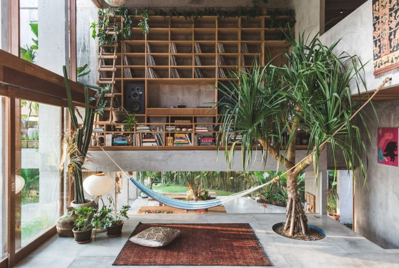 La casa brutalista di Dan Mitchell a Bali
