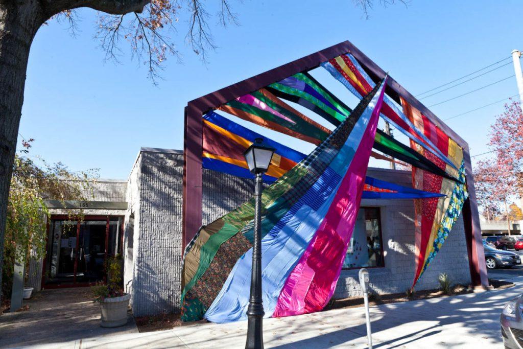 Le installazioni tessili di Amanda Browder | Collater.al