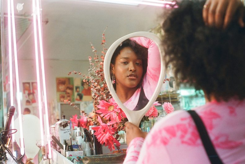 L'estetica glam negli scatti di Ashley Armitage