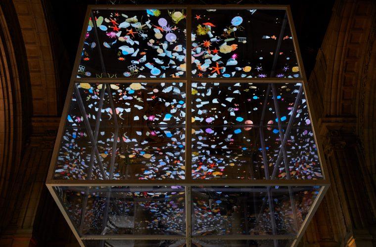 Sam Jacob affronta il tema della plastica con Sea Things
