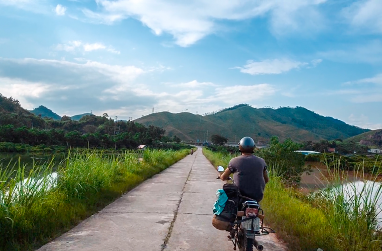 The road story Vietnam, a motorbike trip