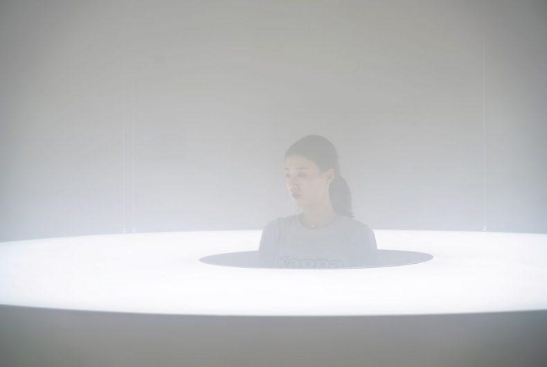 La magia della luce nelle installazioni di Karolina Halatek