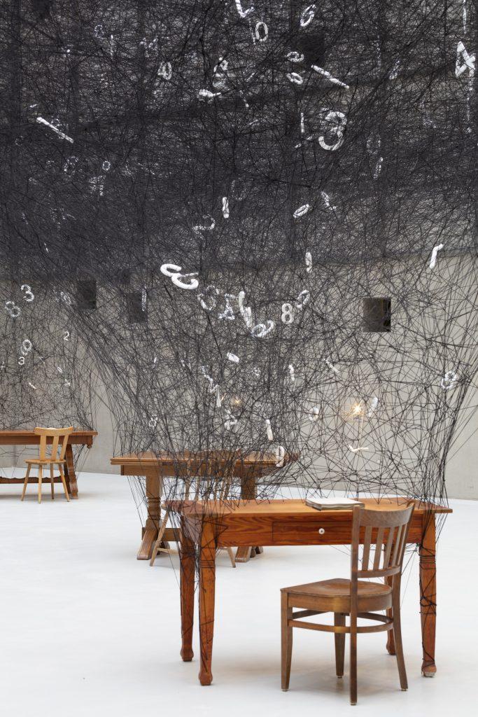 L'installazione interattiva di Chiharu Shiota celebra i numeri | Collater.al