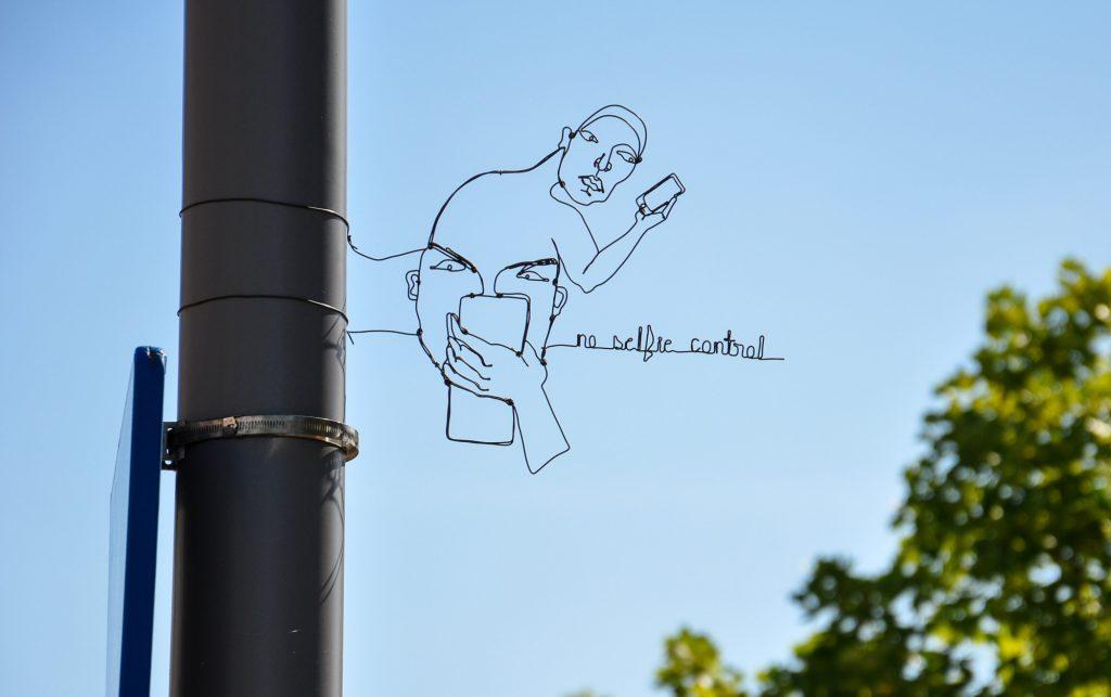 Spenser Little, sculture in fil di ferro sparese per la città | Collater.al