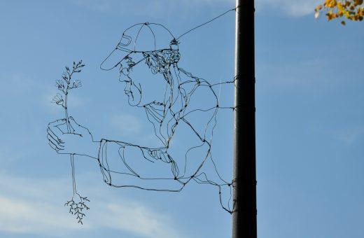Spenser Little, sculture in fil di ferro sparse per la città