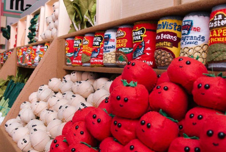 Lucy's Delicatessen, il supermercato in feltro di Lucy Sparrow