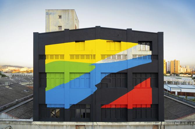 Elian Chali immerge i muri nel colore con la sua street art