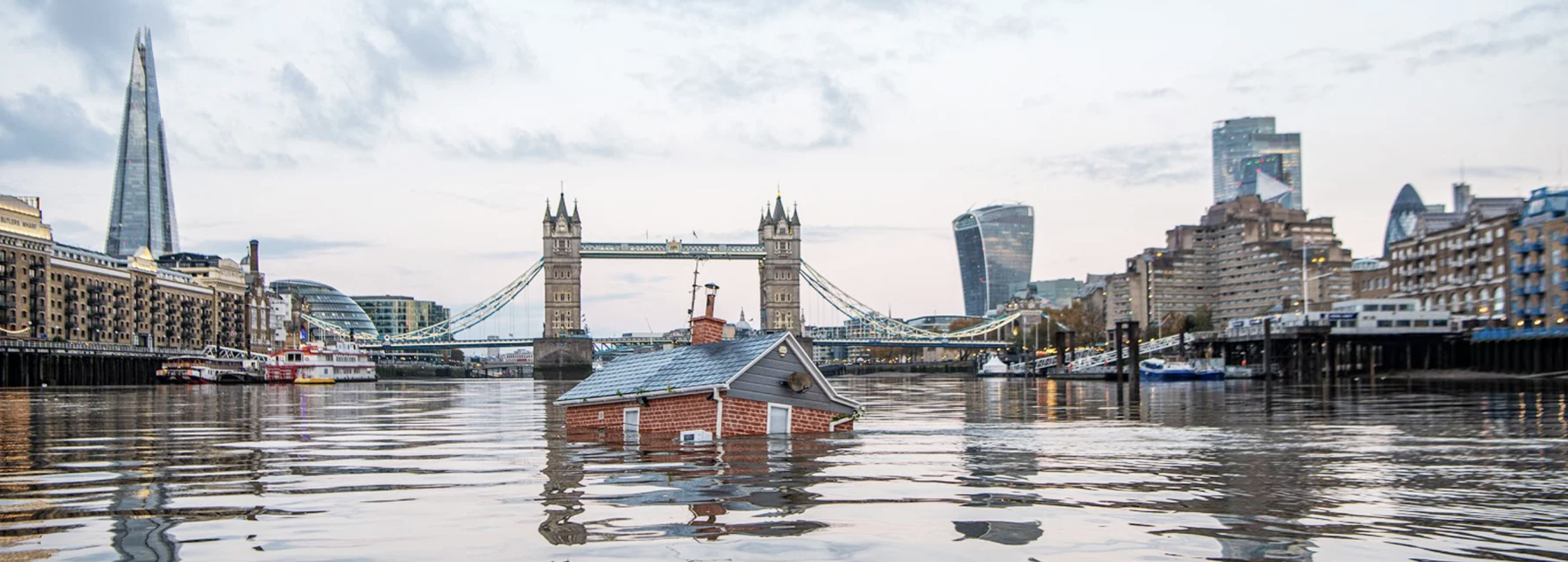 London, the sinking house in the Thames
