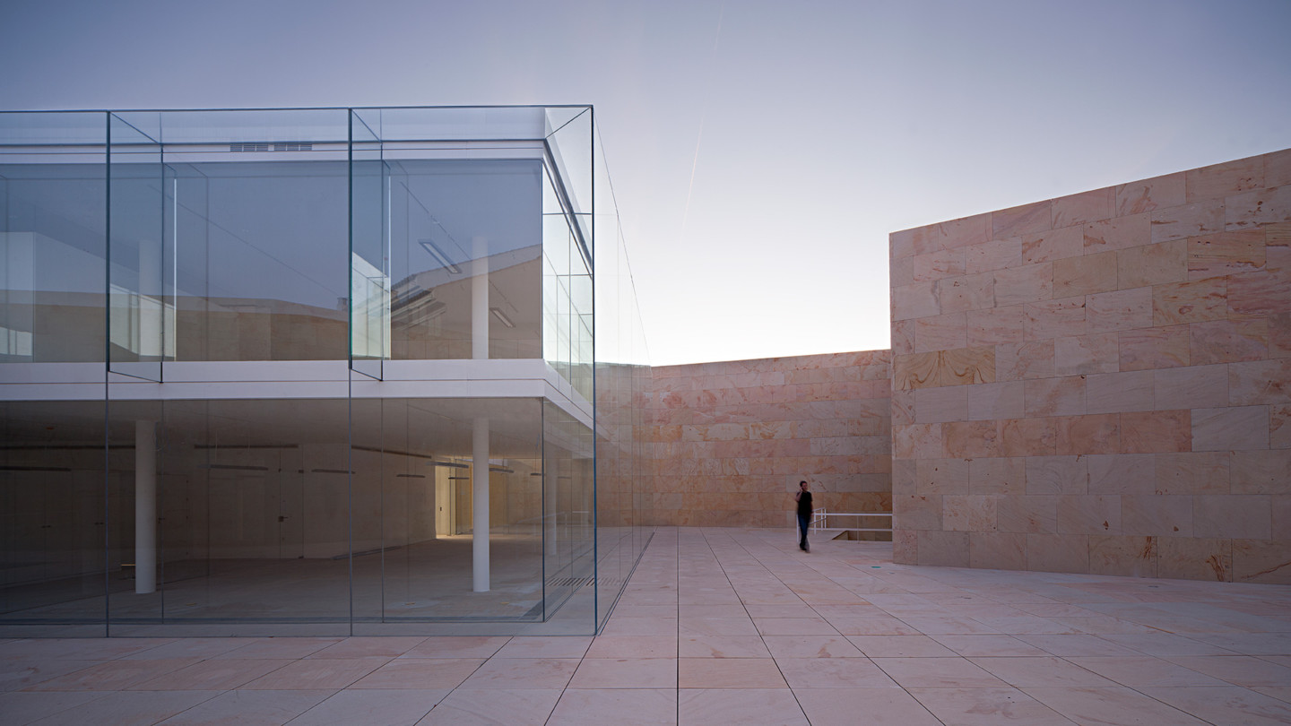 Minimalist architecture in the heart of Zamora