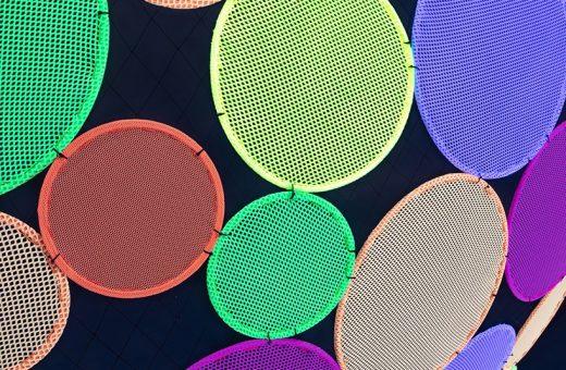 Atomic, l'installazione colorata di Hou De Sousa