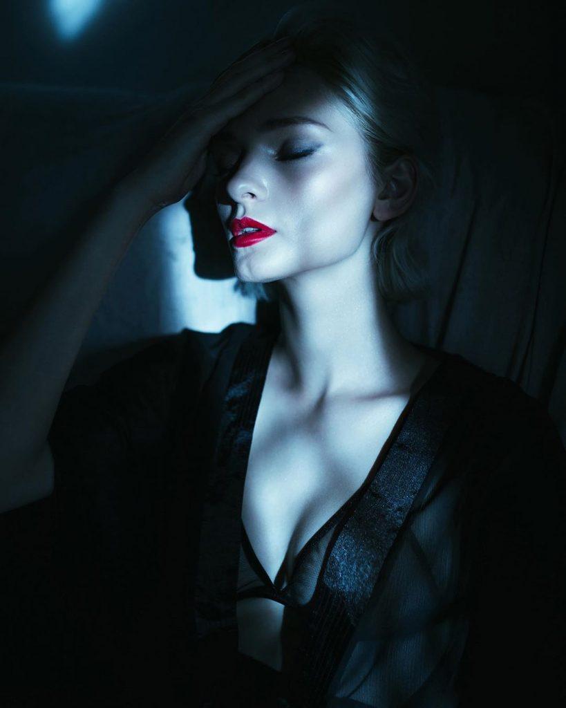 I ritratti della fotografa Ihor Ustynskyy esaltano la femminilità | Collater.al
