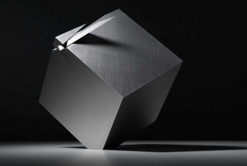 Cubic Clock, l'orologio a forma di cubo di Nendo