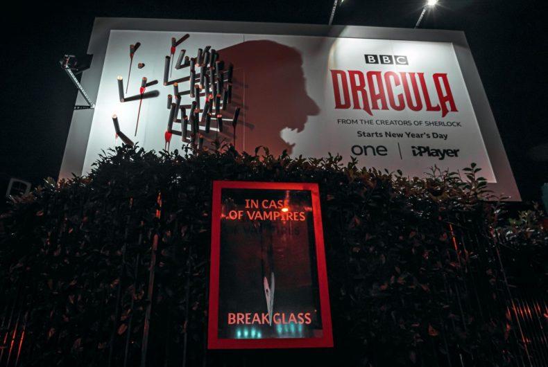 La geniale campagna pubblicitaria per la serie Dracula