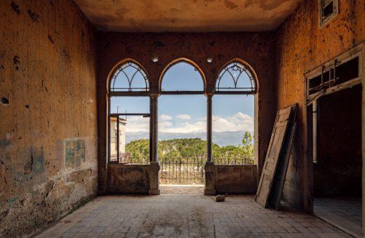 James Kerwin e il fascino degli edifici abbandonati